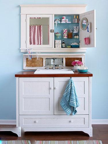 下方的空间自然也不容忽视,洗台盆嵌于柜体的款式收纳效果最为理想,柜