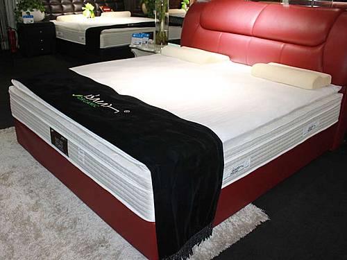 以赛亚/感恩十年床垫材质为弹簧、泡沫塑料、纺织面料等,规格为1800*...