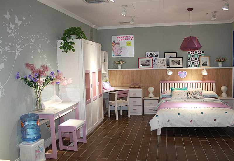 如何装修复古风格小面积女孩儿紫色童房