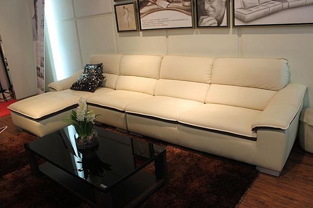 顾家家居真皮沙发8999元 时尚奶白色