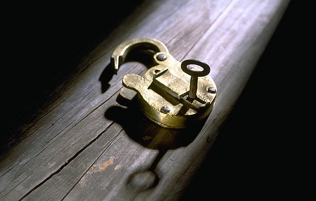 窃贼网购开锁技术窃40余万 1到3分钟开防盗门