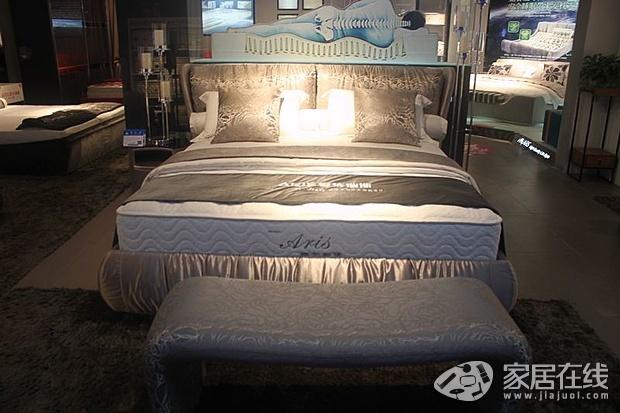 爱依瑞斯时尚布艺软床 将舒适带回家