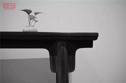 区氏臻品:明式黄花梨嵌独板素身小条案