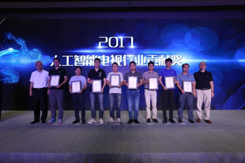 <b>互联网电视巨匠品质 雷鸟获人工智能电视行业贡献奖</b>