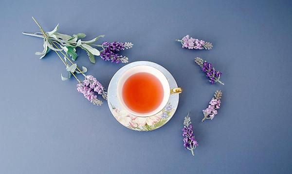 听雨的下午茶 因托盘而优雅