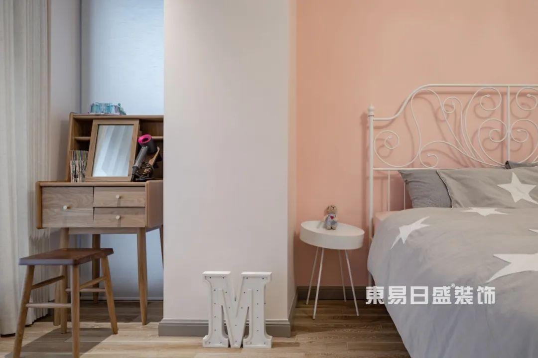 轻奢风格卧室装修