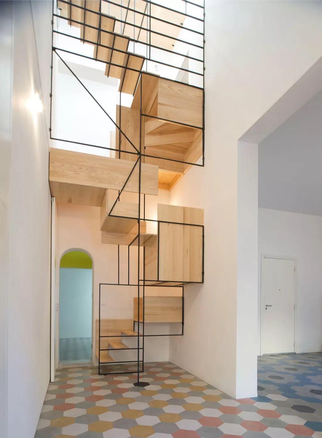 极简线条楼梯装修