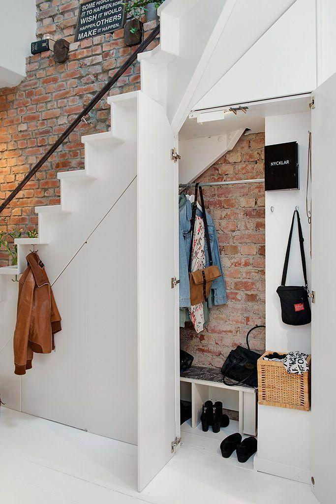 楼梯小衣帽间