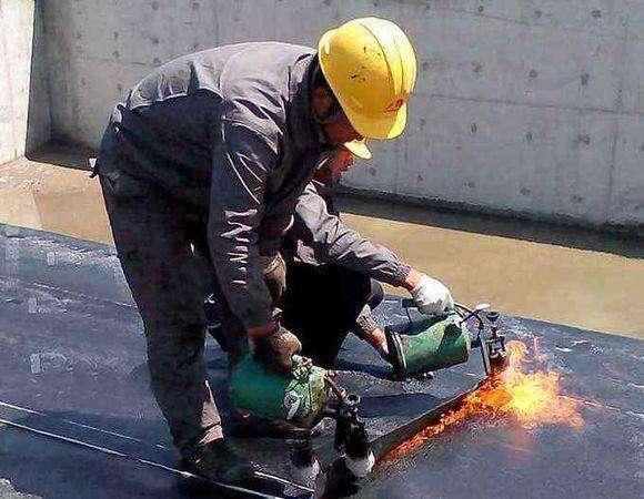 屋顶漏水问题处理