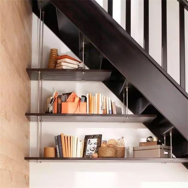 楼梯小书架