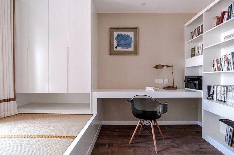 榻榻米床和书桌组合