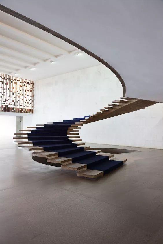 趣味旋转楼梯装饰
