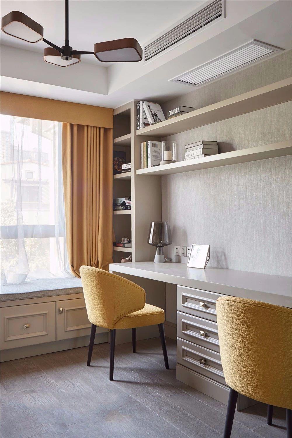 收纳柜和书桌组合