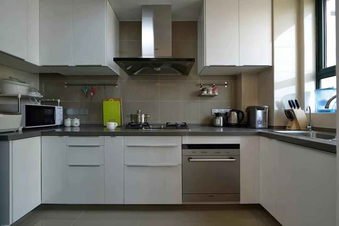 厨房台面是用大理石好还是用石英石好