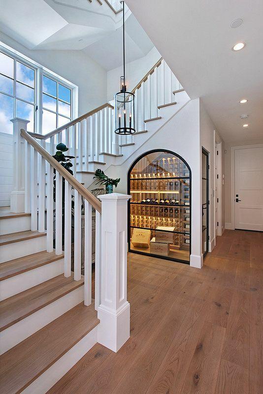 楼梯藏酒窖