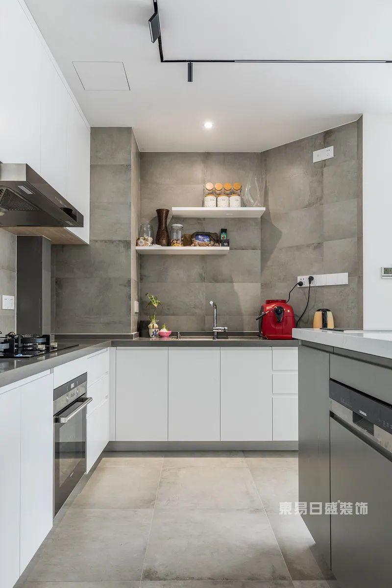 现代简约厨房实景图案例