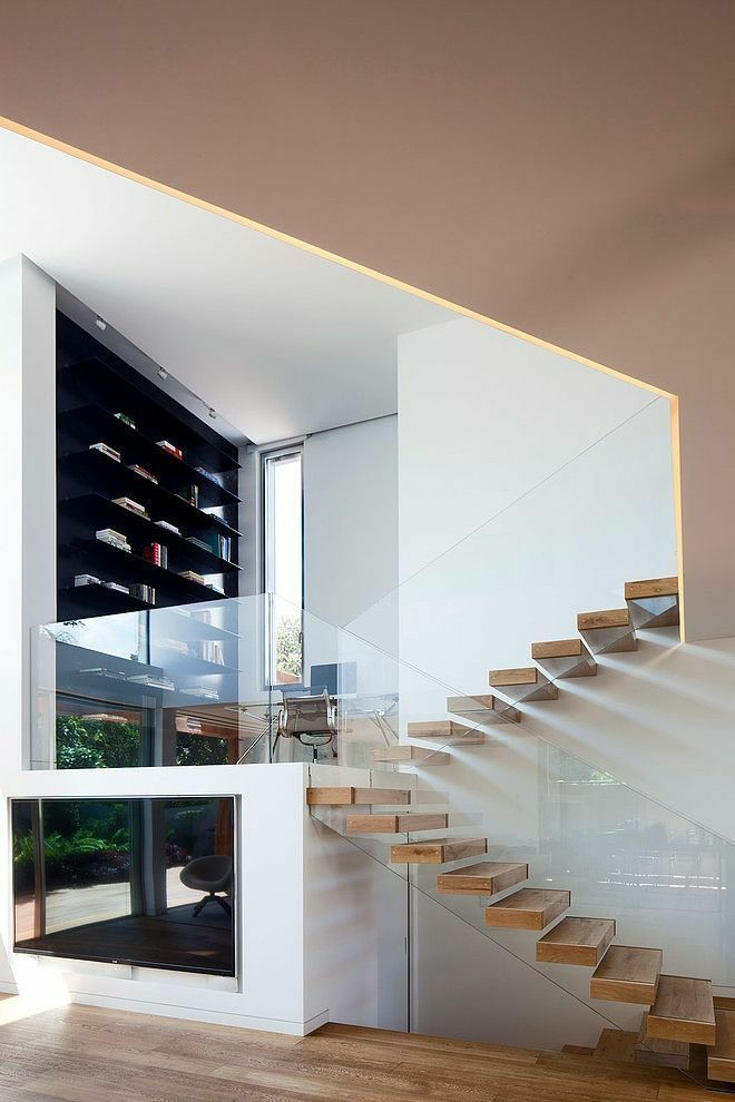 极简玻璃楼梯