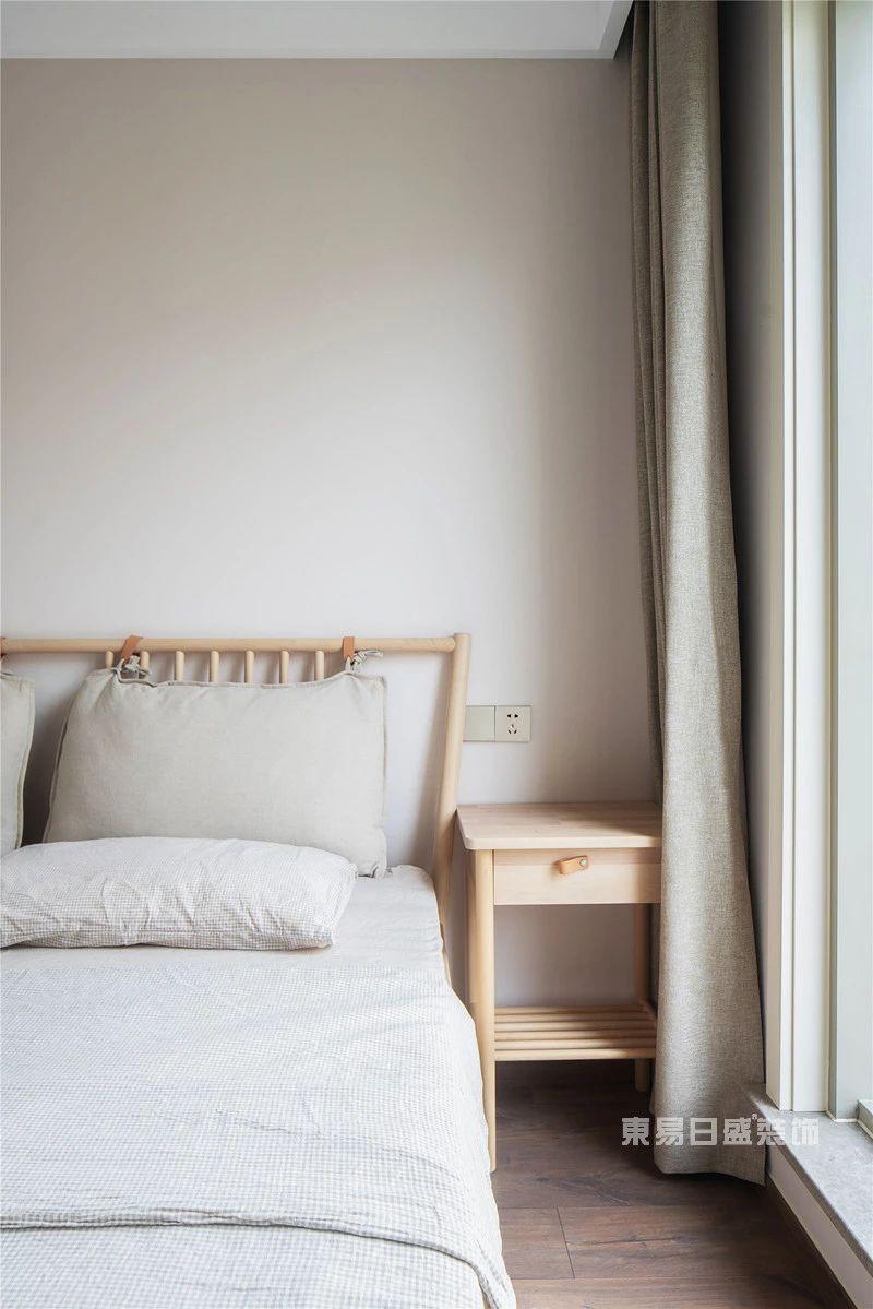 现代自然风客卧室实拍