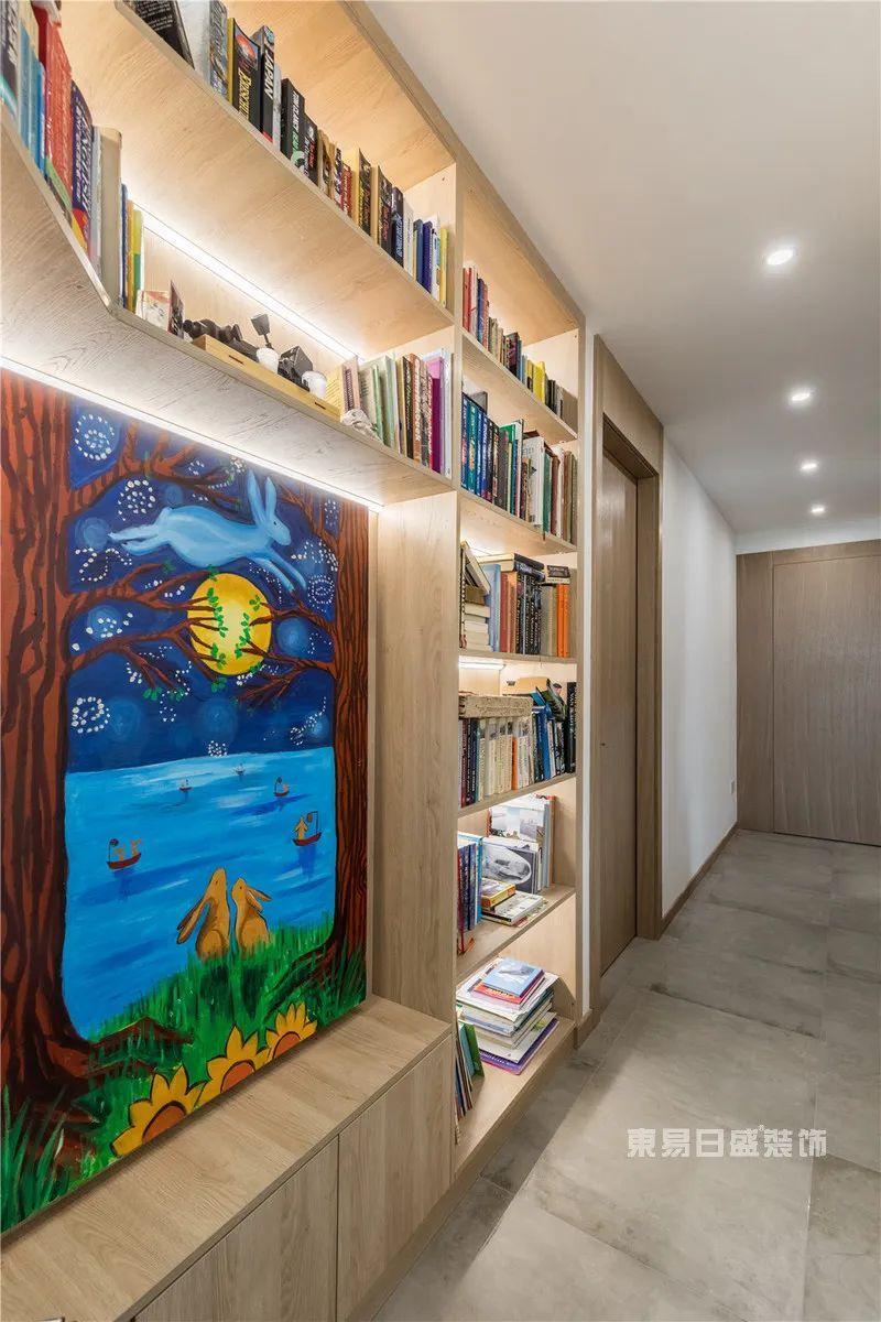 异形空间书房实景图