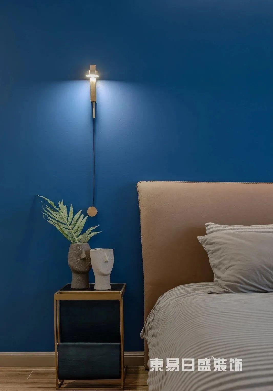轻奢风格主卧床头灯